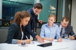 Personas en una reunión de negocios